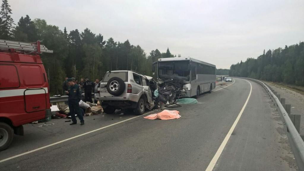 Натрассе Тюмень— Ханты Мансийск вседорожный автомобиль врезался вавтобус, необошлось без жертв