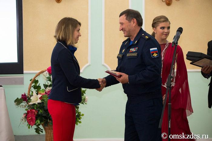 Виталине Бацарашкиной вручили новый пистолет стоимостью 140 тыс руб.