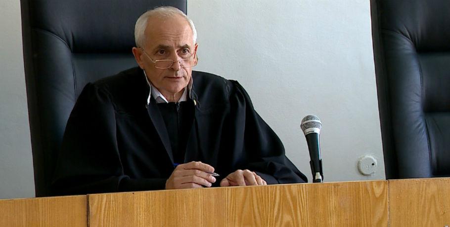 ВОмске отыскали повешенным федерального судью Москаленко, обвиняемого вполучении взятки