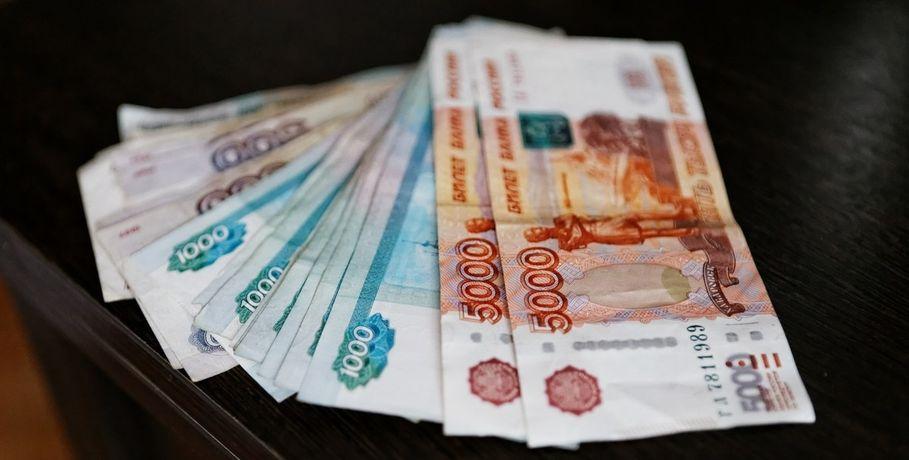 Мошенник, представившись директором магазина, похитил уомской продавщицы 50 000 руб.