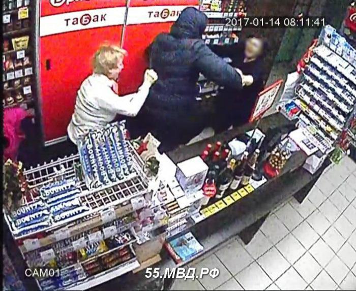ВОмске разбойник светкой напал напродавцов магазина «Бристоль»