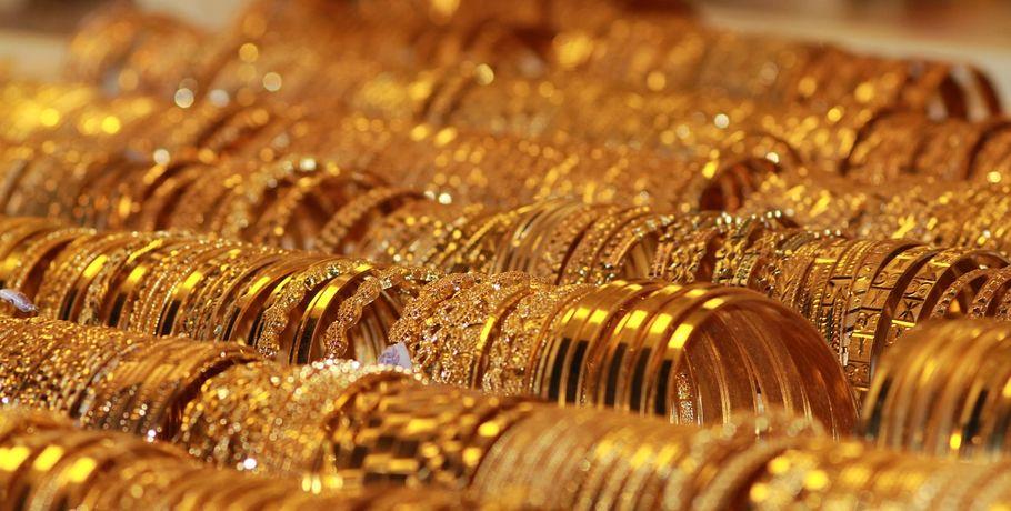Омская школьница вынесла изквартиры приятельницы золото и спирт