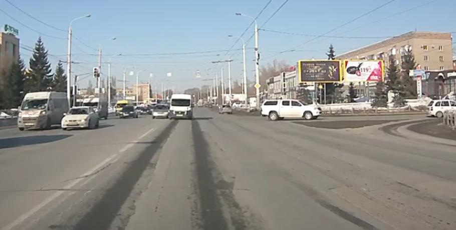 Омичей возмутила маршрутка, мчавшаяся по«встречке» наКрасном пути