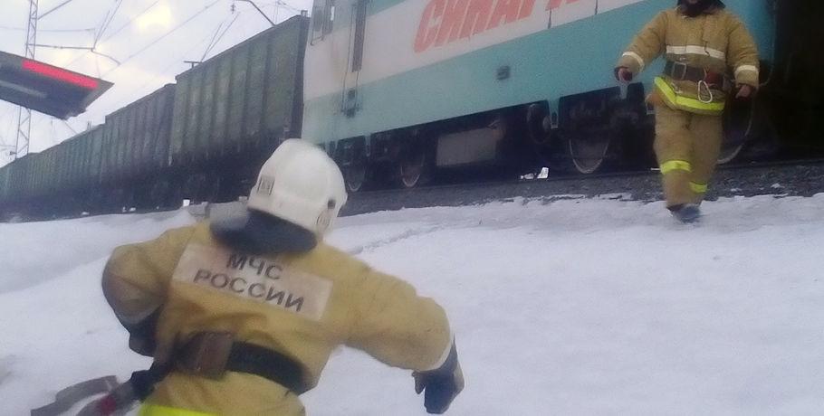 ВОмской области впути зажегся электровоз с69 вагонами