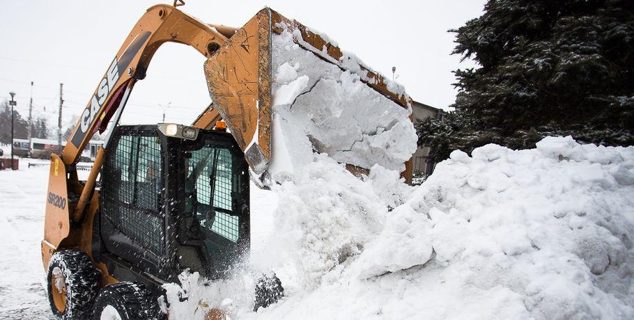 Омичи бесплатно вывезли 20 тыс. кубометров снега