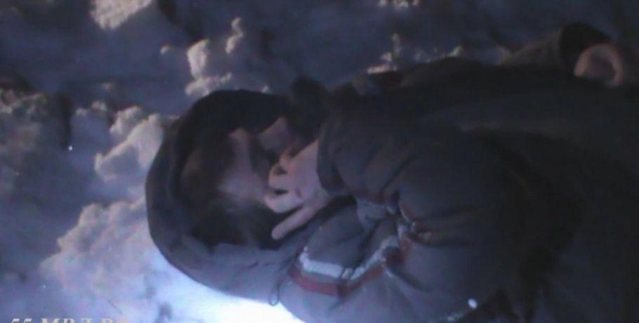 Задержанный после погони сДПС вОмской области шофёр притворился спящим