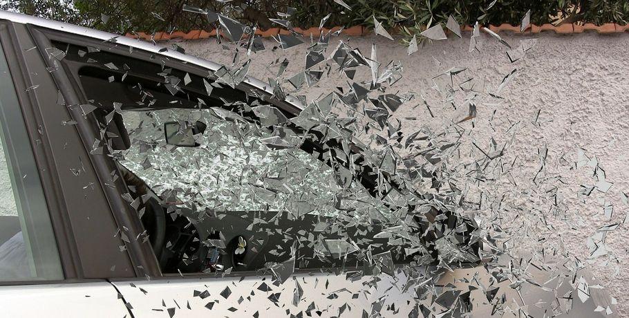 Три человека пострадали вДТП слегковушками натрассе вОмской области