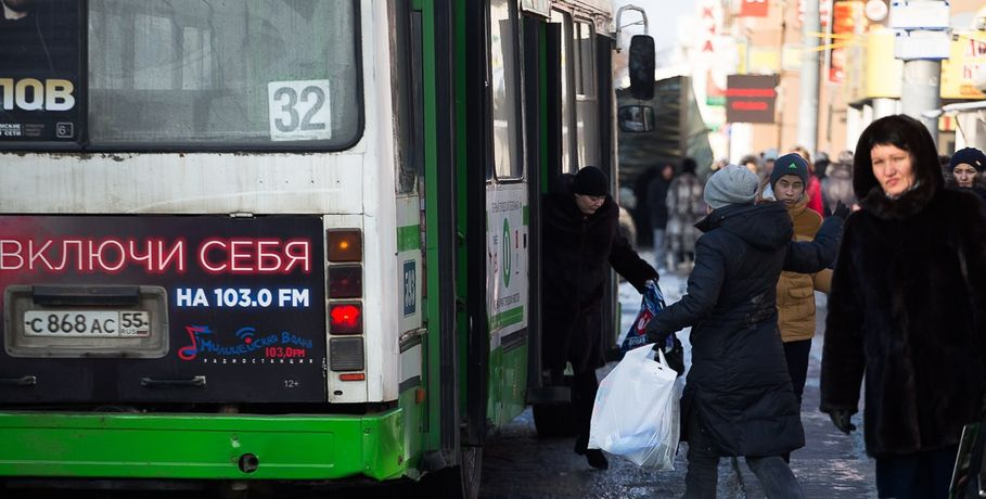 ВОмске шофёр автобуса спассажирами устроил ДТП впьяном виде