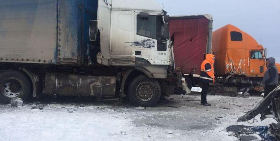 ВОмском районе случилось столкновение 3-х фургонов