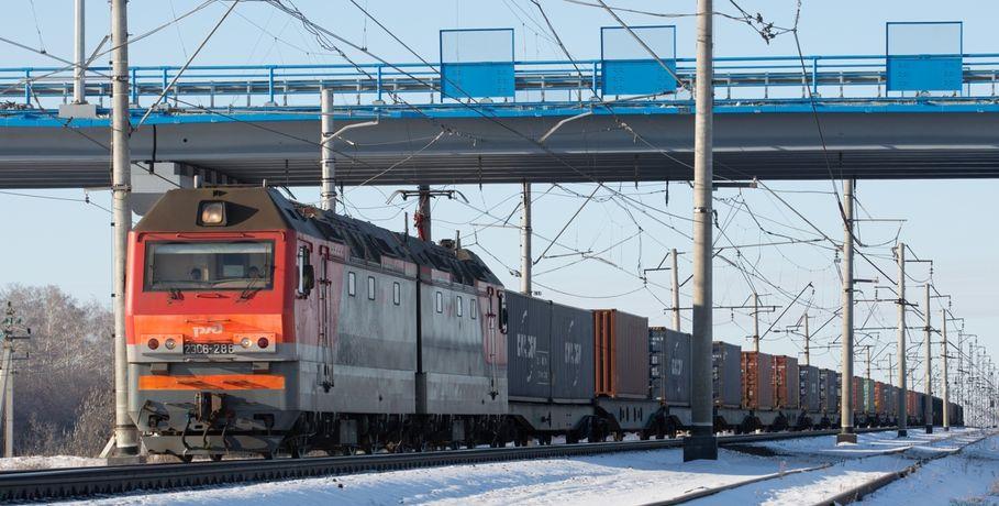 ВОмской области трое молодых людей обкидали камнями поезд иразбили ветровое стекло