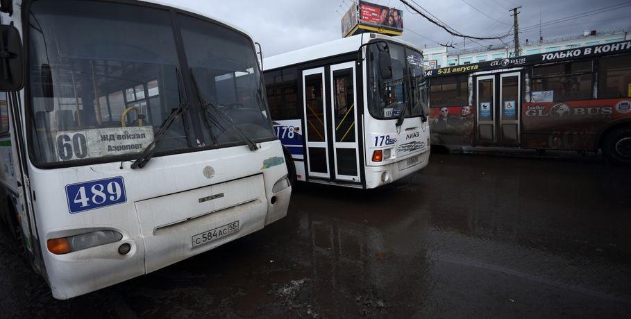 Автобусы к омским кладбищам в Родительский день будут ходить до вечера
