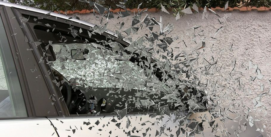 Ниссан улетел вкювет натрассе вОмской области, женщина-водитель погибла