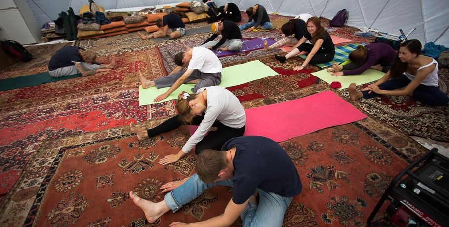 Омичей позвали начетырёхчасовой йога-марафон