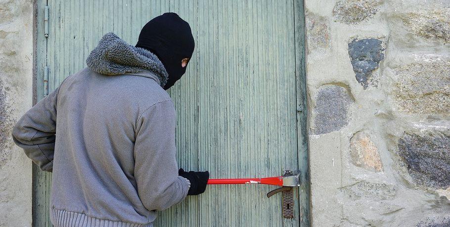 Бойцы омской Росгвардии 40 мин. бежали покрышам домов, чтобы поймать вора
