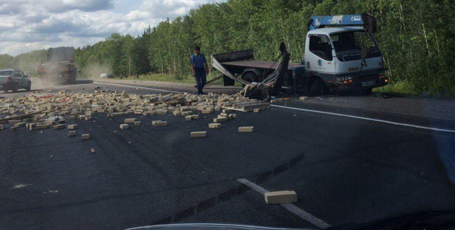 ВОмском районе столкнулись маршрутка ипогрузчик— есть пострадавшие