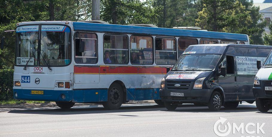 Горсовет предложил вдвое уменьшить премию главы города Омска