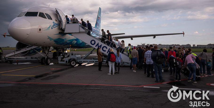 Полицейские вывели изсамолёта вОмске нетрезвых пассажиров, летевших из столицы