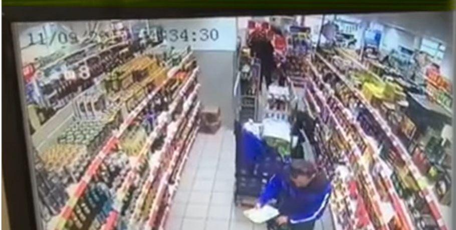 Омичи воровали всупермаркете кофе ипродавали его случайным знакомым