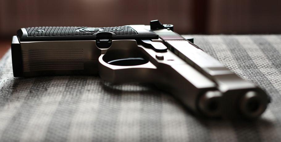 ВОмске хулиган спневматическим пистолетом напал напродавца магазина