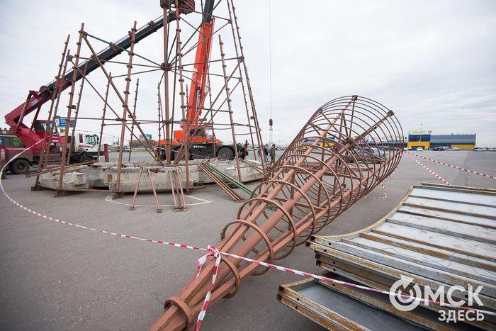 ВОмске начали устанавливать первую елку