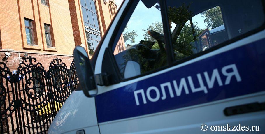 Гражданин Омской области наугнанной иномарке снес остановку