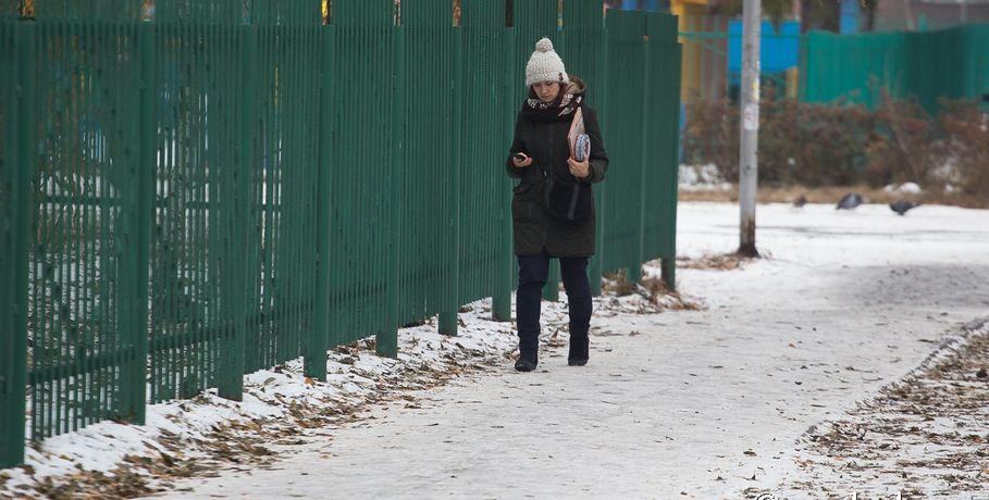 Жалобы родителей помогли проложить тротуар комской гимназии