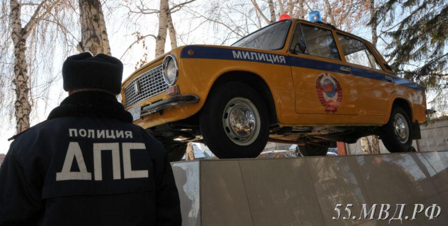ВОмске установили монумент автомобилю «канарейка» с40-летней историей