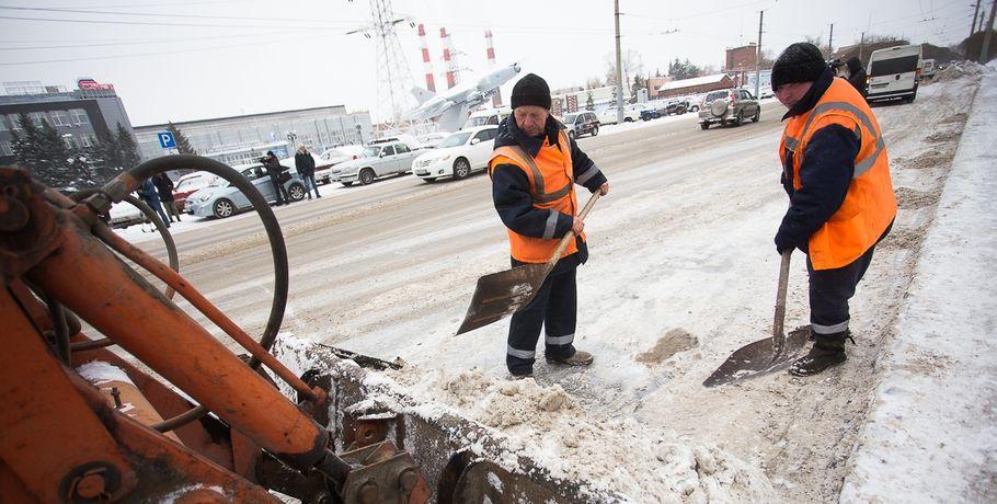 Омские дорожники собрали ивывезли неменее 11 500 кубометров снега