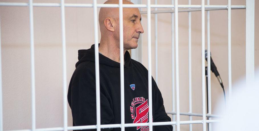Беглый министр Меренков пришел всуд всвитере «Авангарда»
