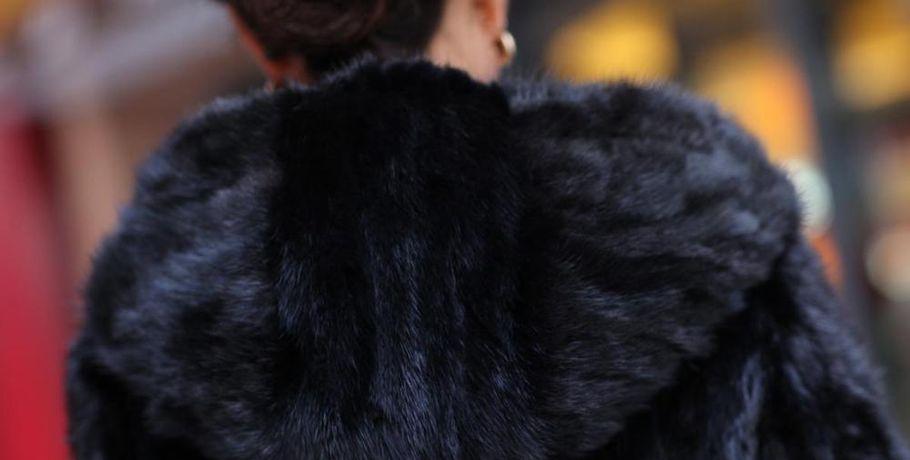 Бухгалтер украла изломбардов вОмске шубу иукрашения для дочери