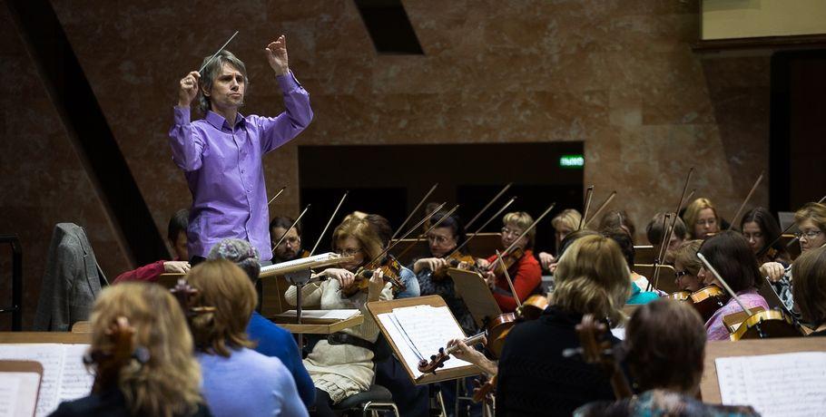 ВОмске ссимфоническим оркестром выступит столичный вокалист