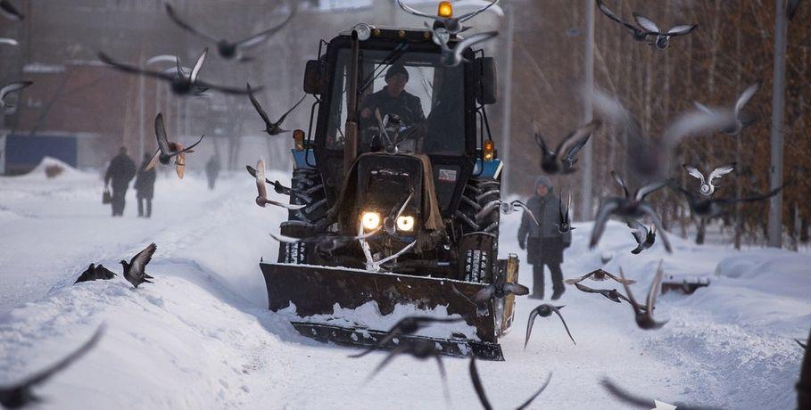 ВОмске усиленные бригады дорожников будут расчищать последствия снегопада