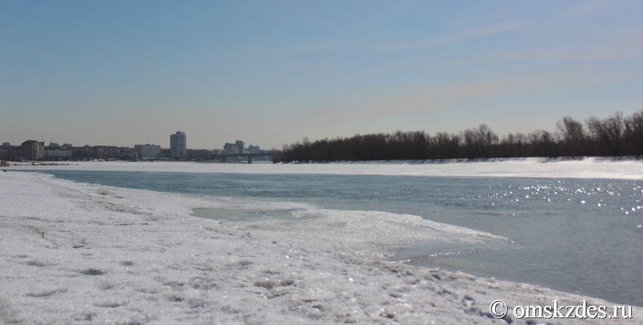 Под лед Иртыша провалился квадроцикл с людьми и собакой