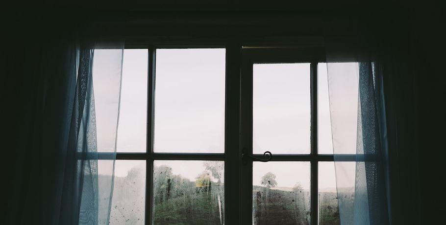 Из окна омского роддома выпала беременная женщина