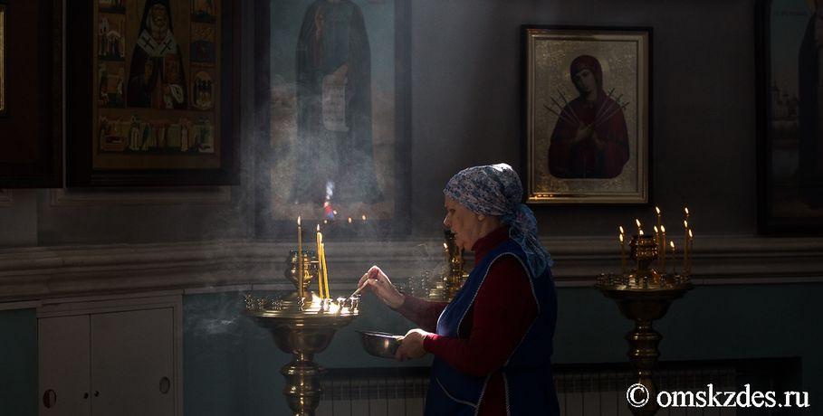 Омич разбил окно в монастыре  и похитил  пожертвования ииконы