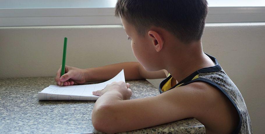 ВОмске осудили родителей, избивавших детей заплохие оценки инемытую посуду