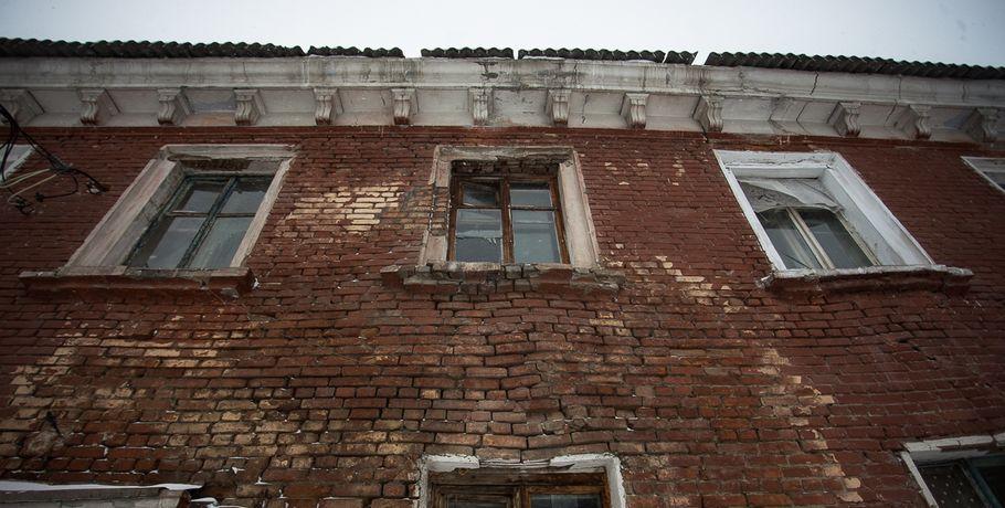 ВОмске аварийные дома разбирают на строительные материалы