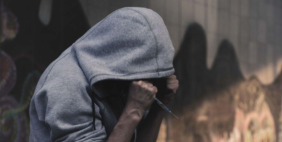 ВОмске зазакладку наркотиков задержали 2-х 17-летних девушек