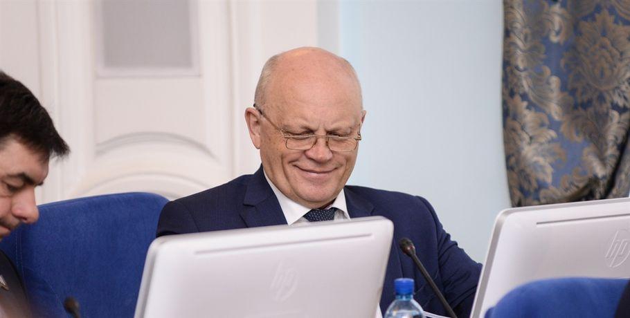 Экс-губернатор Омской области Назаров получил свидетельство сенатора