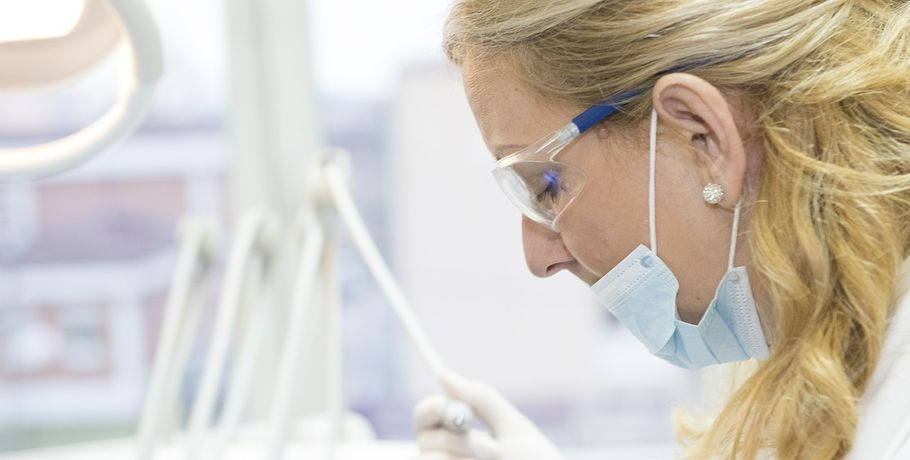 Невролога и директора омского медцентра будут судить за некачественное лечение