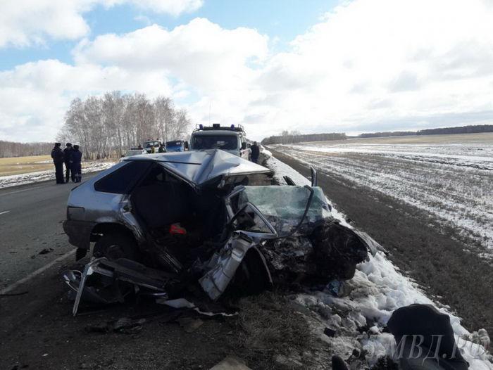 Крупная авария вОмской области: 2 человека погибли, 6 в клинике