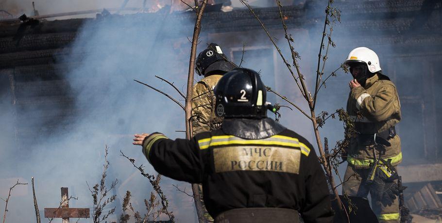 ВОмске горело общежитие через дорогу оттелецентра