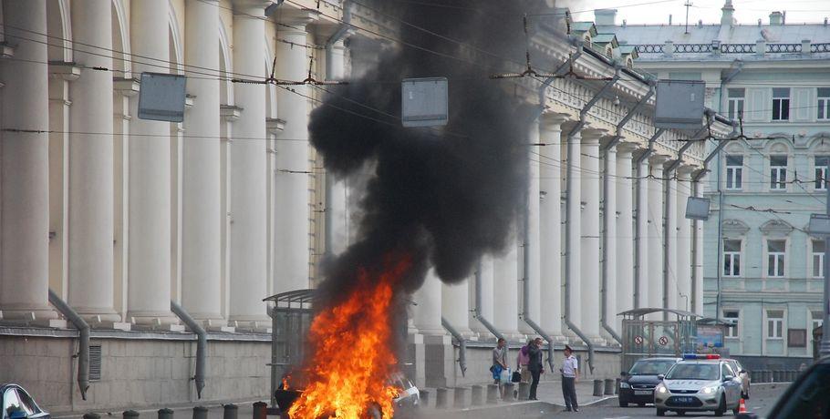 В Омске рассказали, как спасти машину от пожара