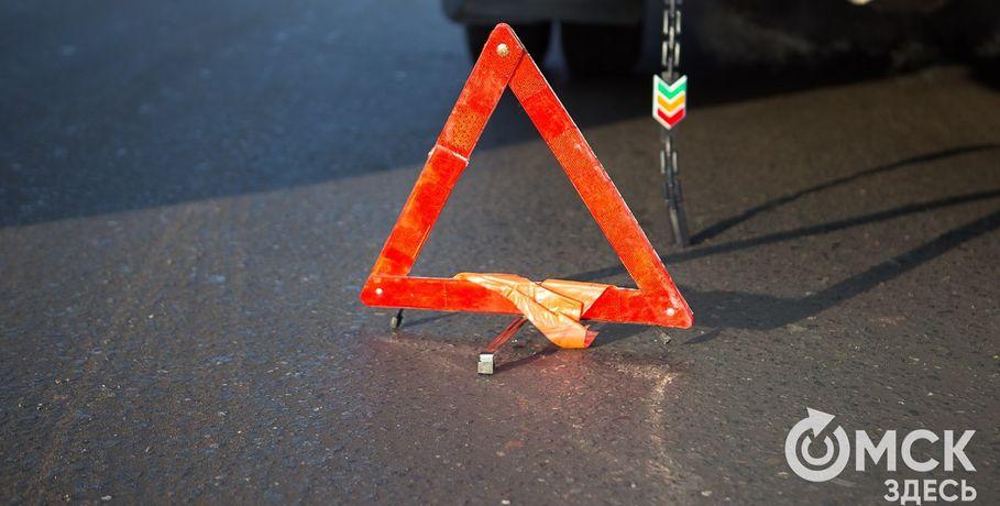 ВОмске перекрыли движение вдоль улицы Мира из-за ремонта контактной сети