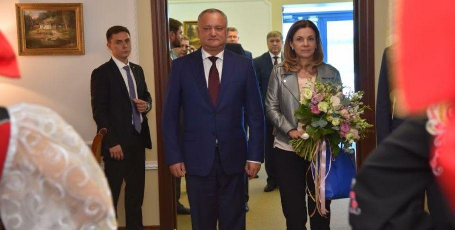 В Омск будут привозить больше фруктов и вина из Молдовы