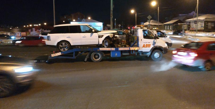 В Омске авария из нескольких автомобилей заблокировала мост