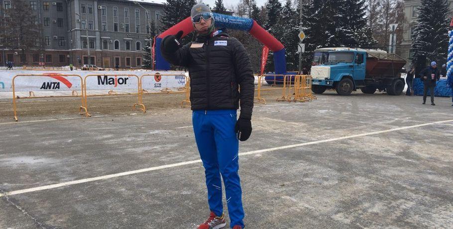 Омский биатлонист Малиновский впервые пробежит Рождественский полумарафон #Спорт #Новости