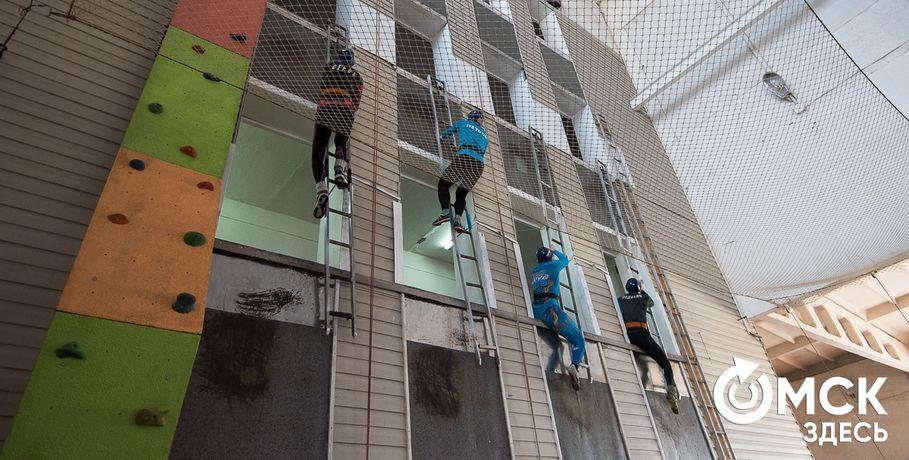 В Омске пожарные покорили башню #Спорт #Новости