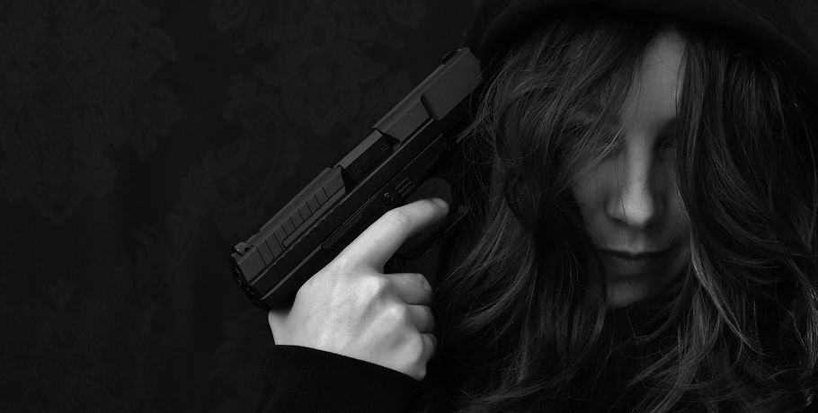 Жительница Омска выстрелила себе вголову при попытке сделать селфи спистолетом