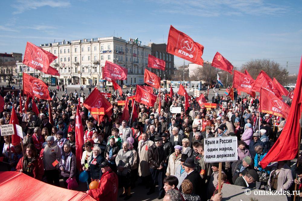 людьми фермерами, фото коммунисты вперед позирует снимке